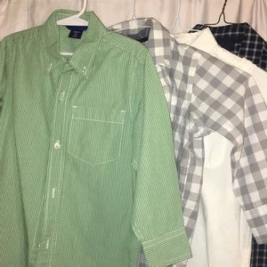4 pack of GAP button down shirts